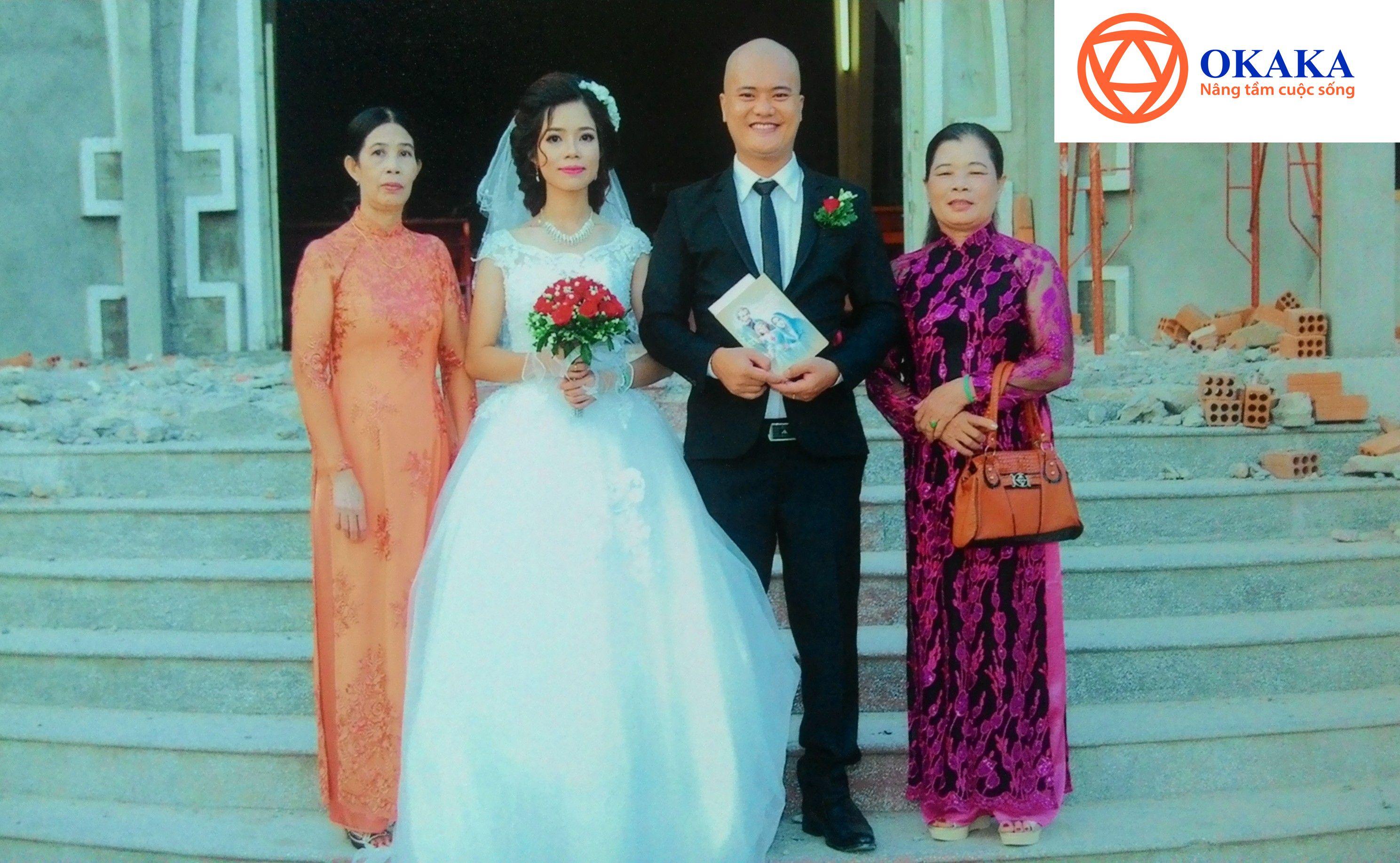 Tình yêu của chúng tôi đã kết thúc bằng một đám cưới viên mãn. Niềm vui nhân đôi khi cưới em, tôi còn có thêm một người mẹ nữa (cùng một người ba và nhiều anh chị em khác). Ngày của Mẹ năm nay, tôi đã có đến 2 người mẹ để chúc mừng.