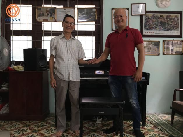 Những ngày giáp Tết, ngồi ngẫm nghĩ về công ty, tôi lại nhớ đến cái tình của khách hàng dành cho OKAKA, ít ra là cho riêng tôi mỗi lần đi giao đàn piano.
